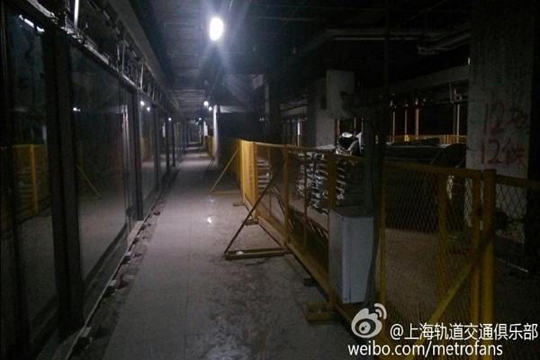 """上海地铁客流再破千万创新高 2号线唐镇站启动""""4改8"""""""