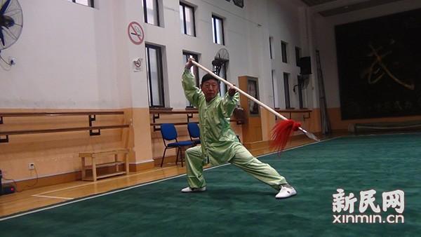 年届七旬的傅敏伟老师枪术英姿