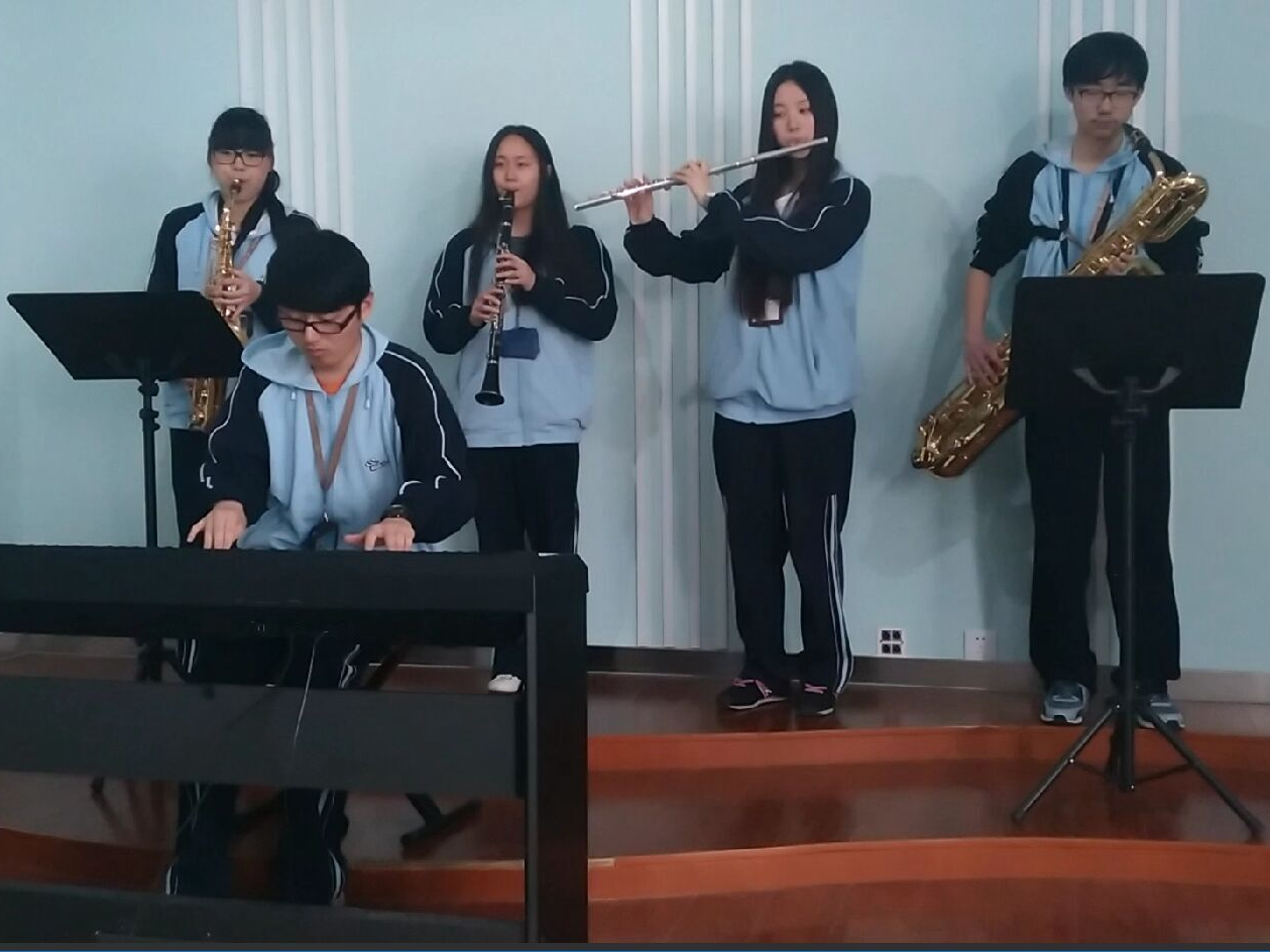 信息技术学校视障学生陈俊伦原创歌曲走红校园