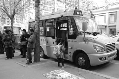学生坐校车收费将由政府定价