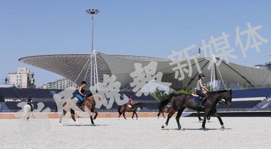 探营:马术赛场够时尚 马匹照料够精心
