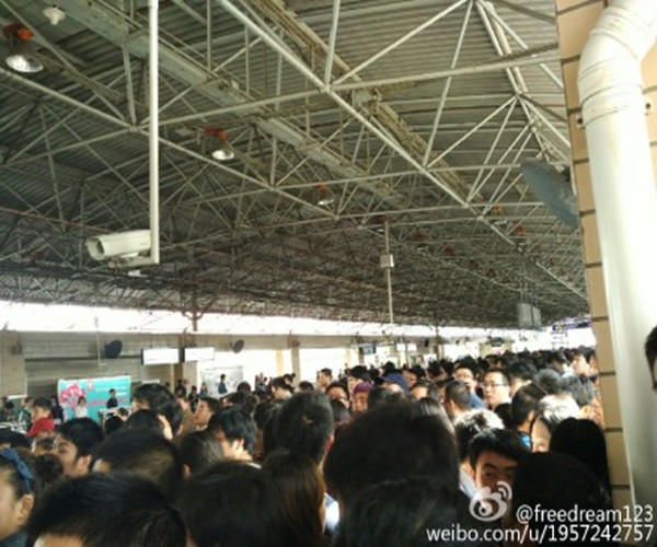 上海地铁4号线突发故障  乘客:下不去也上不来