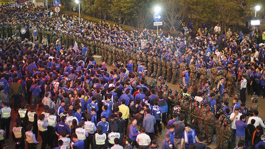 """上海同城""""德比""""打响 现场火药味浓"""