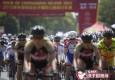 环崇明岛国际自行车赛鸣枪 车轮滚滚巾帼竞骑