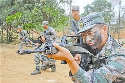 资料图:解放军士官训练-解放军士官长享有独立办公室 称压力山大