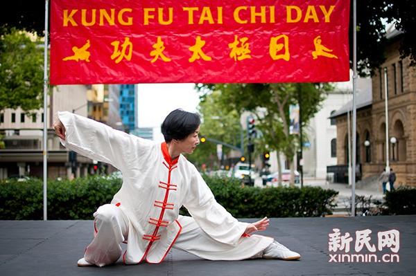 上海精武女拳友技惊美国圣荷西