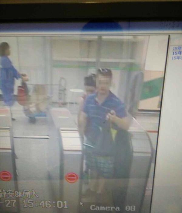 """沪地铁两小时查获四名逃票""""老外"""""""