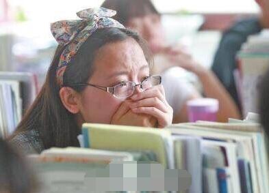 临近毕业,学生忍不住哭了-郑州高三老师对学生说 感谢忍受我3年图片