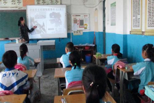 四小学开展系列安全教育活动