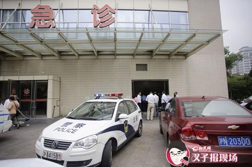 上海44路公交车撞上高架 20余人受伤2人身亡
