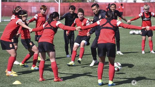 记者手记:足球世界 因女人而更美