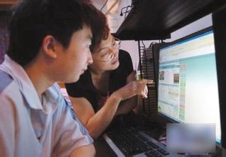 新民网2015高考查分系统开通首小时查询人次达23万