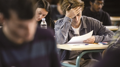法国高考学生怒了:题太难!