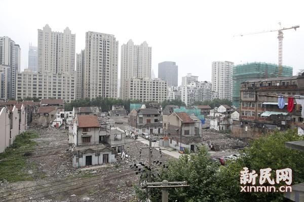 未及挂牌已被拆平 光明邨房产开发引文保难题