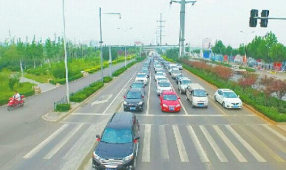 """济南""""最土豪新郎""""150辆车接媳妇 长约1公里"""