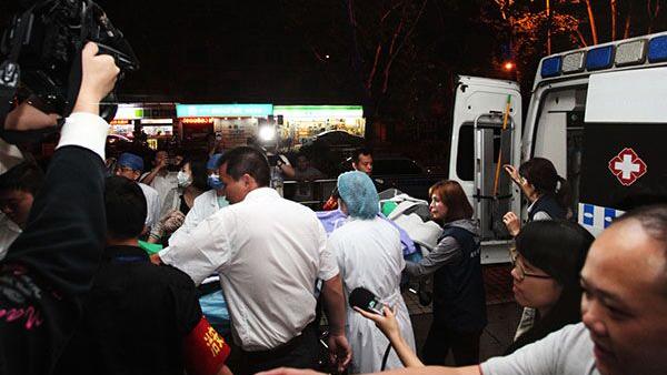 台湾粉尘爆炸事件一伤者送瑞金医院救治