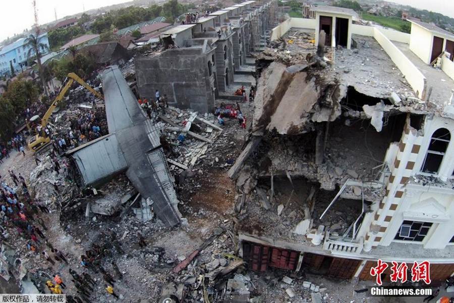 印尼军机闹市坠毁 死亡人数或过百