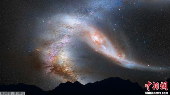 资料图:银河系与仙女座星云相撞的夜空景象效果图.图片来高清图片