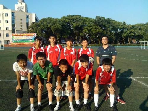 """第30届""""新民晚报杯""""暑期中学生足球赛开幕"""