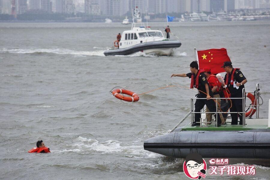 灿鸿来袭 无预案水上搜救演习黄浦江上举行