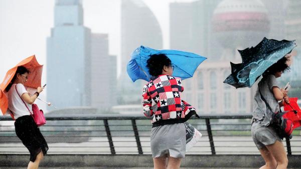 超强台风灿鸿来袭 上海迎来暴风雨
