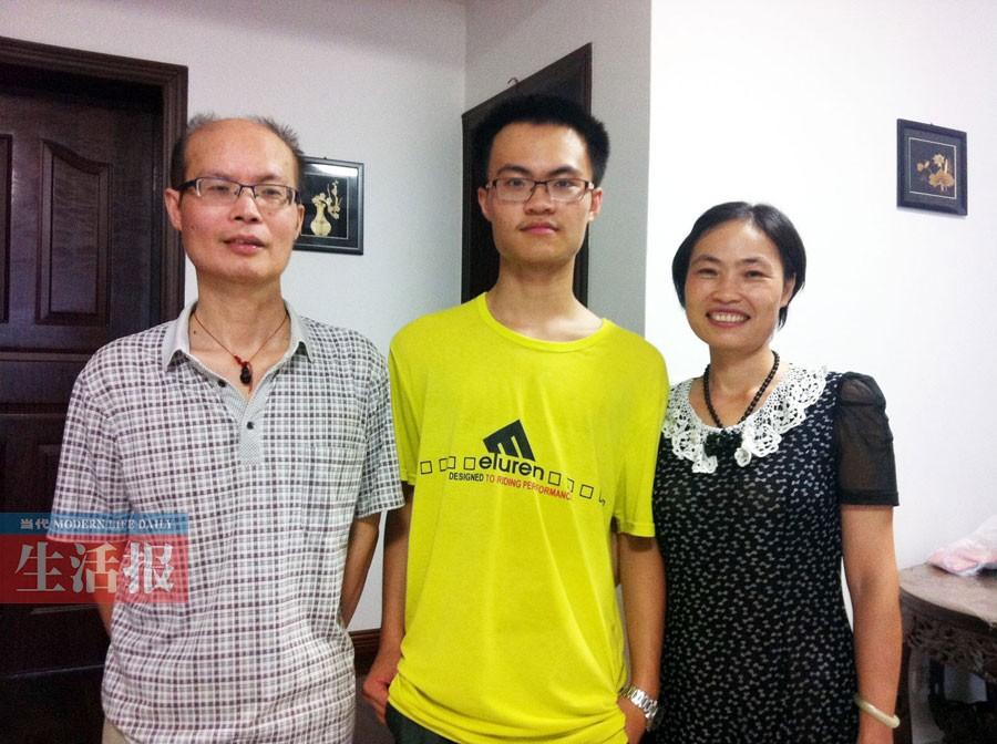 阳光少年边照顾 a href http search.xinmin.cn q 父亲 target 高清图片