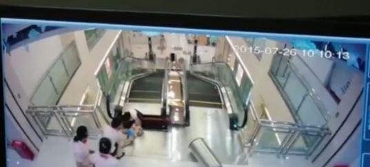 湖北一女子被搅入商场手扶电梯身亡,你怎么看?