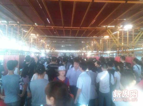上海地铁1号线早高峰故障两个半小时 多站点客流积压
