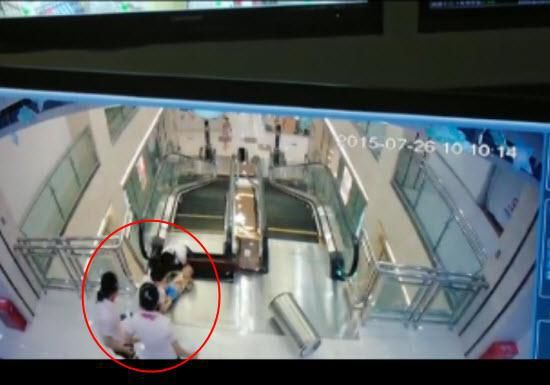"""业内人士:""""吃人""""电梯多重防护装置没一个发挥作用"""