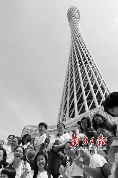 珠江边的广州地标广州塔二楼珠江