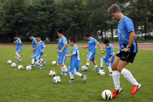 青少年足球球感训练教案_青少年足球球性球感