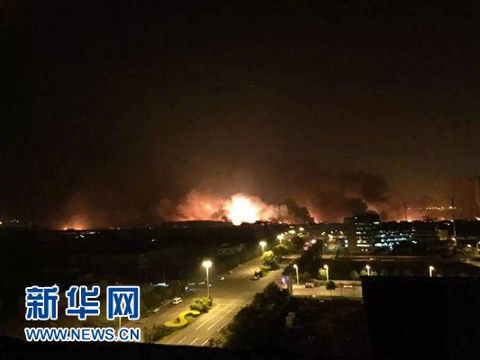 天津滨海新区一危险品仓库发生爆炸 众多伤者送往医院