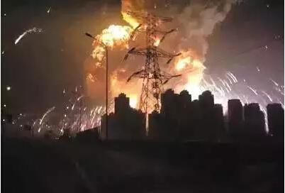 图集:天津滨海新区危险品仓库爆炸 现场升起蘑菇云