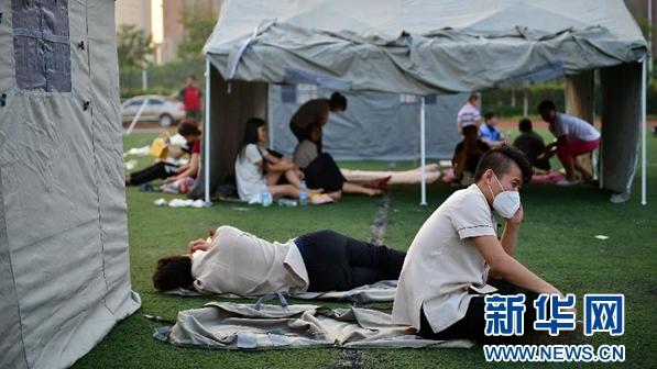 天津爆炸现场周围部分救助点目前急需志愿者