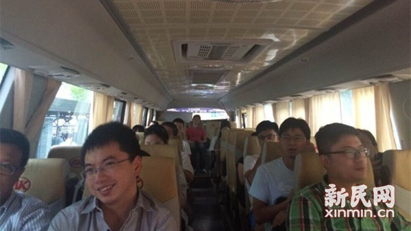 """""""拼车小巴""""热捧背后:20年公交司机转型成线路""""老法师"""""""