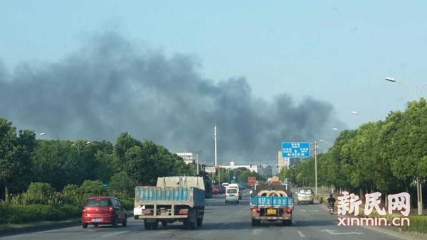 闵行区元江路一厂房起火 暂无人员伤亡