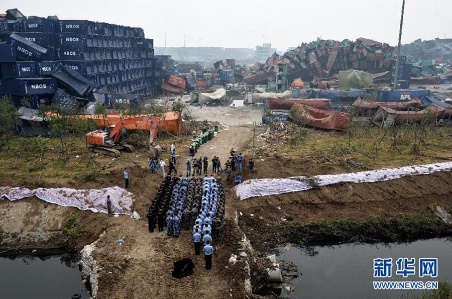 """天津港爆炸事故今""""头七"""" 社会各界哀悼遇难者"""