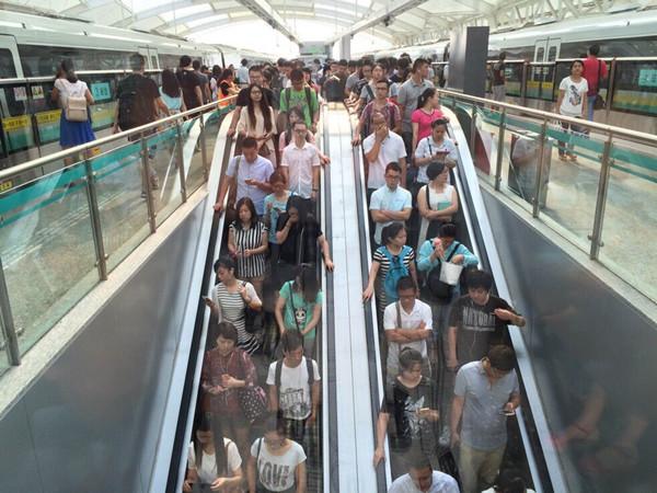 上海多条地铁线路运能调整  龙阳路站客流暴增