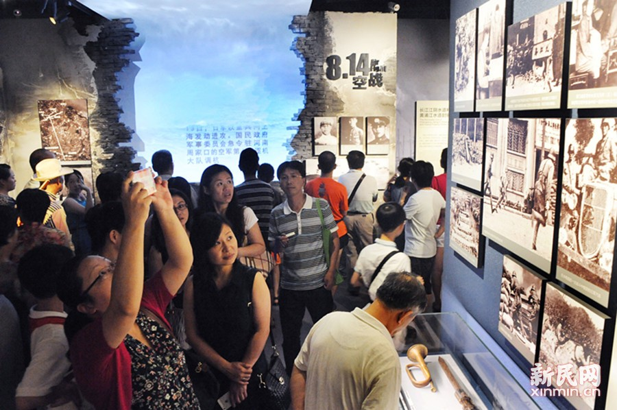 外面排长龙里面人接踵 上海淞沪抗战纪念馆火了