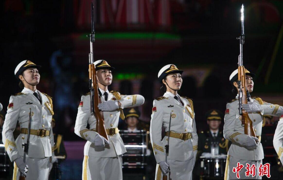 俄罗斯国际军乐节彩排 中国仪仗队女兵亮相