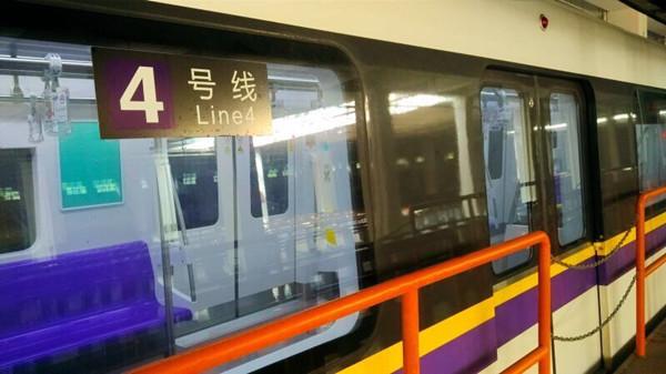 """3、4号线""""黑包公""""逼疯乘客?运营方:周五起看车门可辨"""