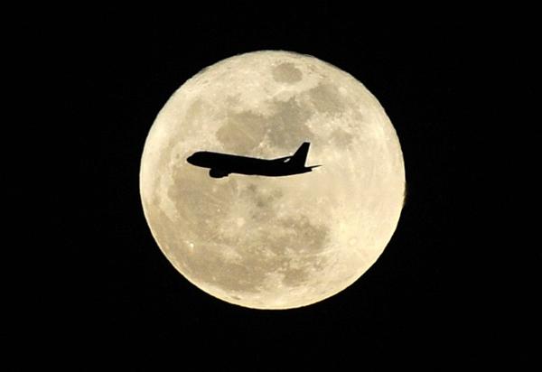中秋近百航班可空中观月