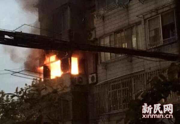 昨日上海长宁一居民楼火灾 3楼女房客跳下凌晨不治身亡