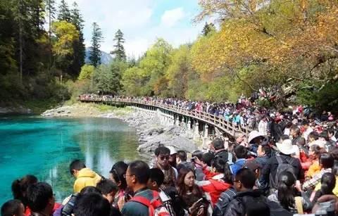 国庆十大最拥挤景区,故宫九寨都在列,该怎么办?