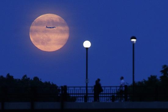 中秋巧逢月全食与超级红月 下次要再等18年