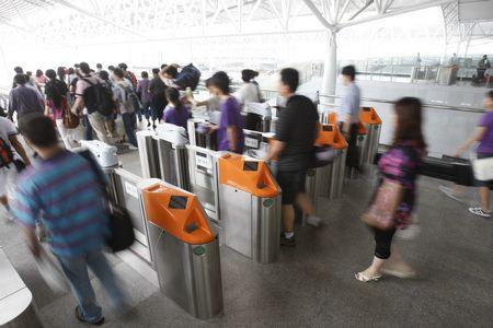 换乘不再出站兜圈 铁路上海虹桥站可反向验票进站转车