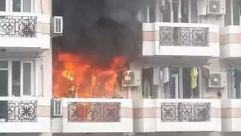 今晨上海体院一男宿舍楼突然起火 或因忘关电吹风