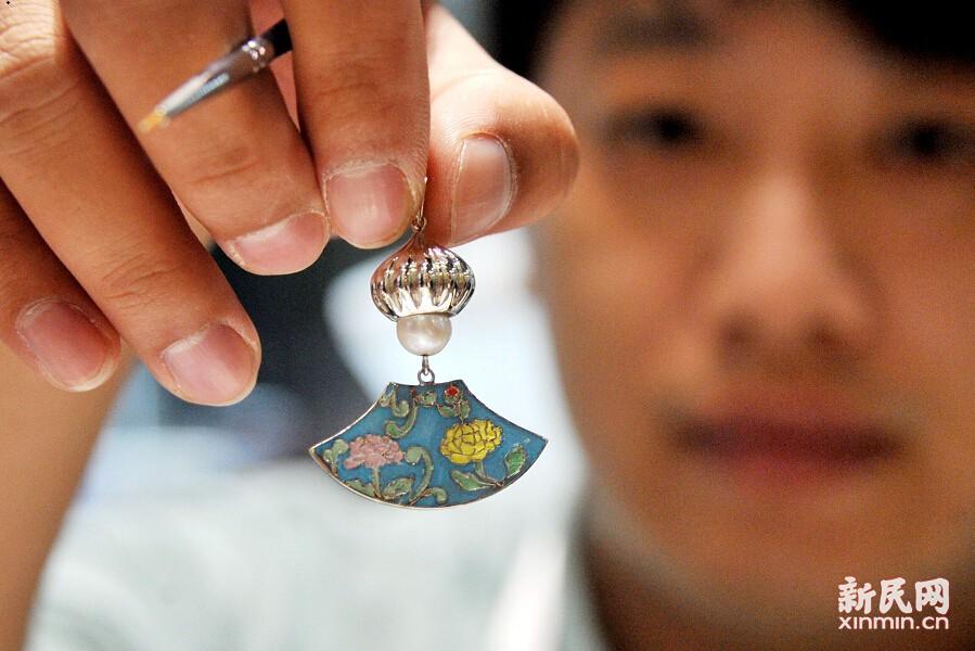 上海国际珠宝展开幕 价值近10亿翡翠玉玺亮相