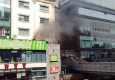 上海吴江路一店铺起火 现场浓烟滚滚