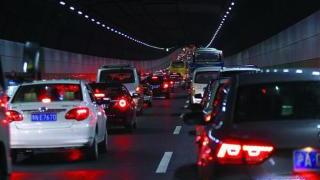 缓解长江隧桥拥堵难题新招:用预留通道 开导轨公交